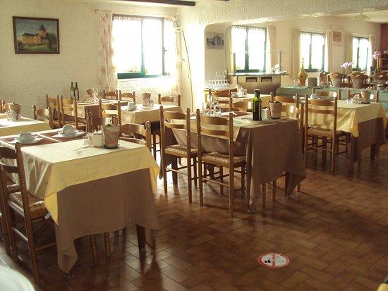 Aspremont, Frankrig: Ontbijtruimte en restaurant