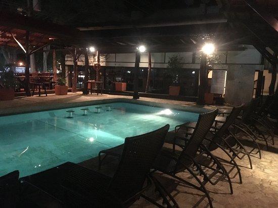 Hotel Coco Beach & Casino: Área alrededor de la piscina