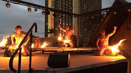 Waikiki Starlight Luau: Fire dancers