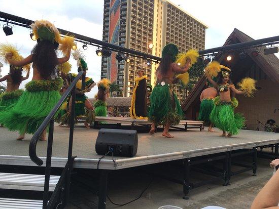 Waikiki Starlight Luau: The ladies were amazing