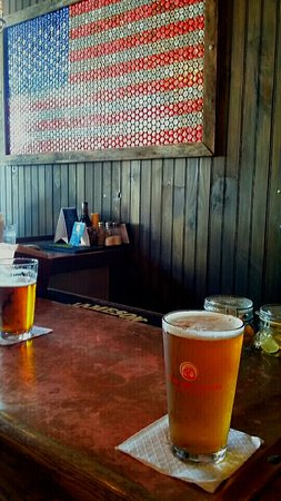 LakeHouse Pub: Beer...