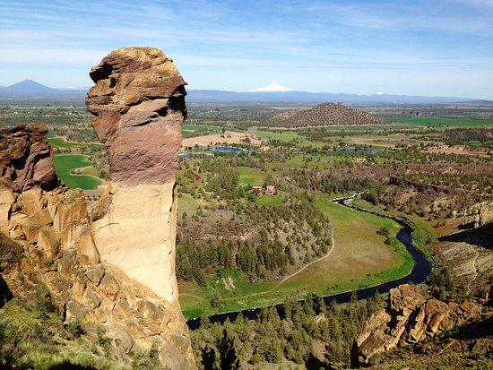 Smith Rock State Park: Monkey Rock along the Trail