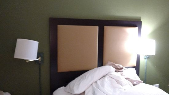 Extended Stay America - Durham - Research Triangle Park - Hwy 55: Nonfunctioning bedside light.
