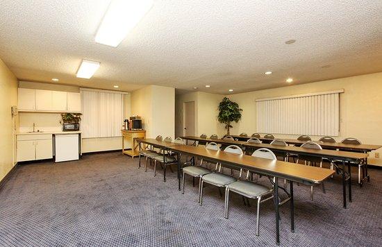 Red Roof Inn Santa Ana: meeting Room