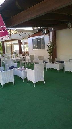 Hotel Beach: Angela i bikers arrivano a gustare i pranzetti della tua mamma, iniziano le 4 chiacchiere a pres
