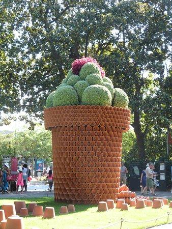 Sculpture de claude ponti picture of jardin des plantes nantes tripadvisor - Restaurant jardin des plantes toulouse ...
