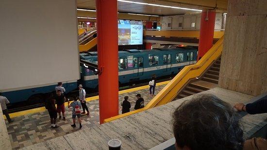 มอนทรีออล, แคนาดา: Metro