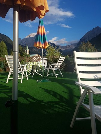 Hotel Cesa Tyrol: Dal giardino