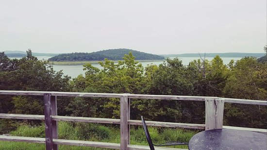 Bull Shoals, AR: Large Deck overlooking the water on every room