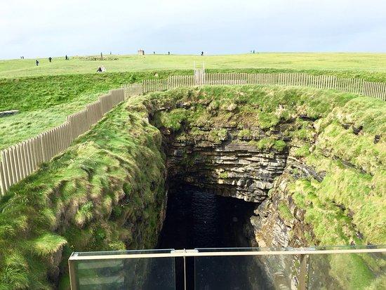 Ballycastle, أيرلندا: arco di roccia