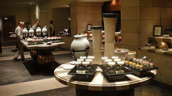 โรงแรมไฮแอท รีเจ้นซี่: Restaurant.