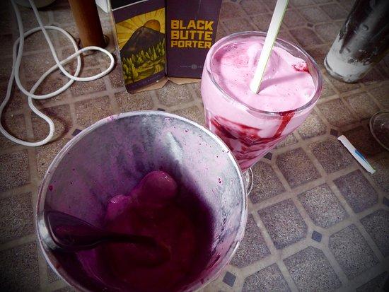 Copper Creek Inn: The best milkshake I ever had (blackberry)!