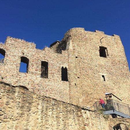 Frauenstein, Alemania: Dies sind Einzelaufnahmen verschiedener Perspektiven der Burgruine. Der Blick in die Umgebung is