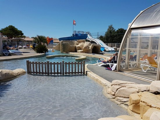 Piscine ext rieure chauff e picture of camping le moulin for Camping blonville sur mer avec piscine