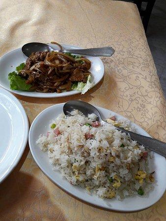 Chaville, Frankreich: Boeuf aux oignons et riz cantonais