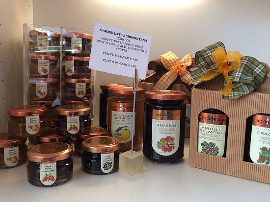 Romans d'Isonzo, Ιταλία: LA VETRINA DEI REGALI (marmellate Agrimontana)