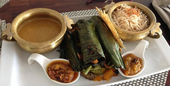 Elegance Cafe: Kerala fish wrapped in Banana Leaf
