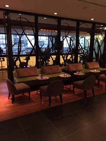 Hyatt Regency Dusseldorf : the bar/cofee shop on the ground floor