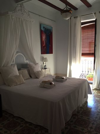 Casa Arizo: Our lovely bedroom with little balcony onto a courtyard
