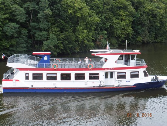 Brno, Tjekkiet: Relax ontop of ferry for a leisurely cruise in the sun.