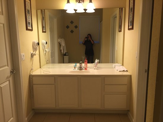 Jack jill bathroom between bedrooms 2 3 picture of - Jack and jill bath ...