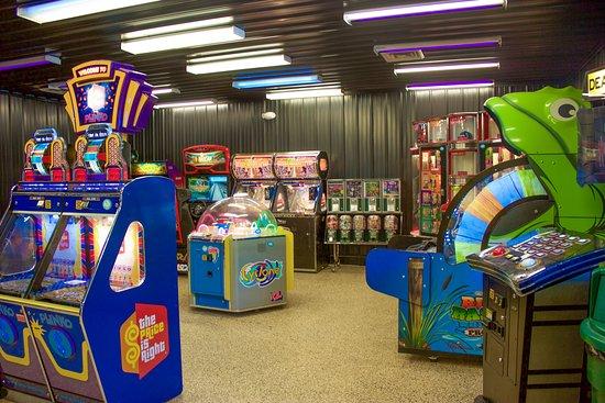 Yogi Bear's Jellystone Park Camp-Resort  Hagerstown: Bear's Cave Arcade