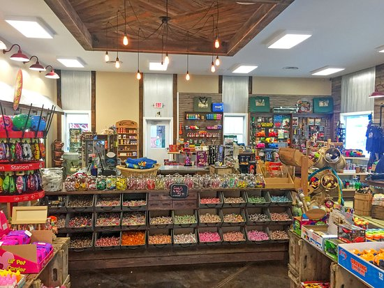 Yogi Bear's Jellystone Park Camp-Resort Hagerstown: Camp Store
