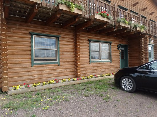 Haute Aboujagane, Kanada: This is the cabin that we are in, plenty of room and parking right outside the door