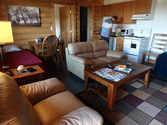 Haute Aboujagane, Kanada: Plenty of room to sit and relax after a busy day out. there is a good sized T.V too, very comfy