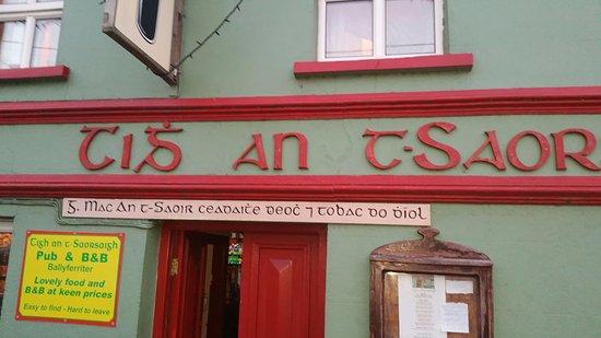 Ballyferriter, Ireland: Authentique pub irlandais