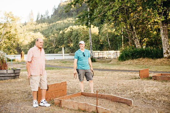 Montesano, WA: Playing horseshoes in the evening