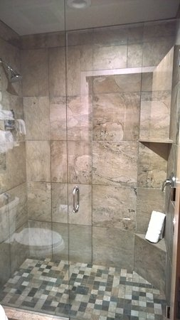 Bonners Ferry, ID: The shower in the lodge was pretty cool.