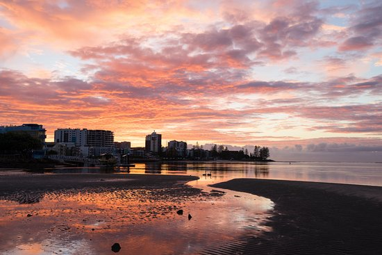 Caloundra Waterfront Holiday Park: Spectacular sunrise from the foreshore walking path