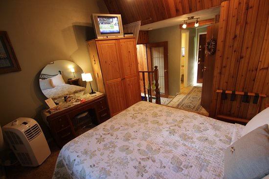 Blind Bay, Canada: To the Point suite, private entry & Queen bed