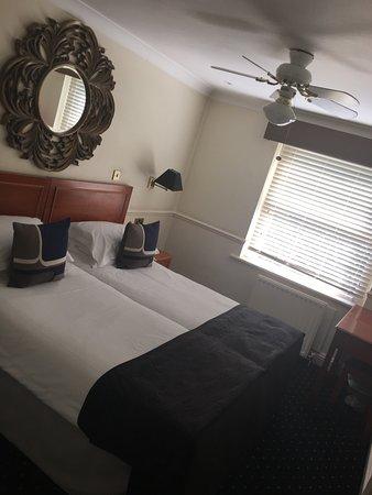 Collingham Serviced Apartments: photo2.jpg