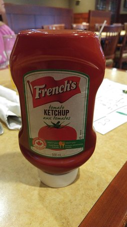 Wrigley's Sports Bar & Lounge: Canadian ketchup!