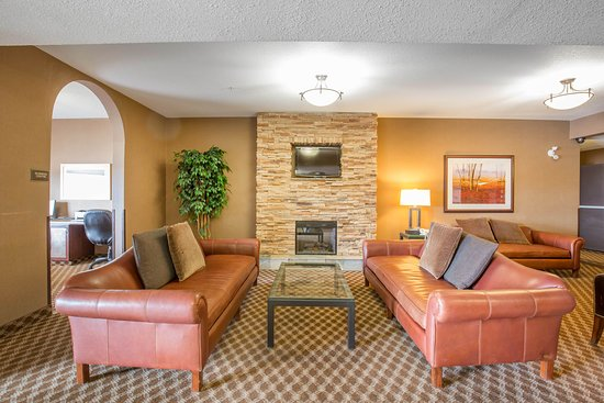 Comfort Inn & Suites Airdrie : Hotel Lobby
