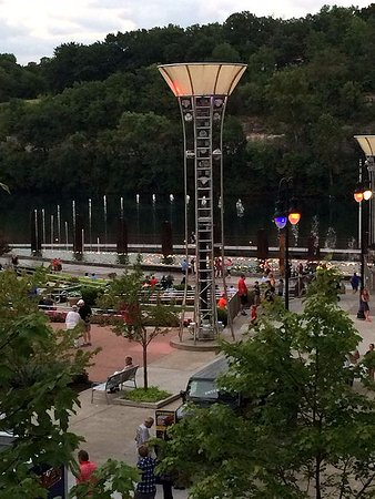 Hilton Promenade at Branson Landing: view of the fountains from the balcony