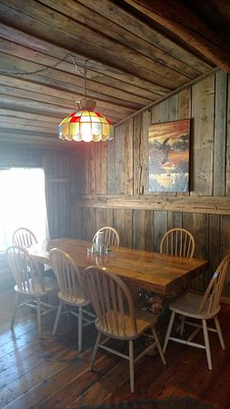 Thompson Falls, MT: Semi private dining room available for reservation.  Rent the whole dining room with curtains fo