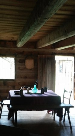 Red Clay State Historic Park: Inside of small Cherokee guest cabin