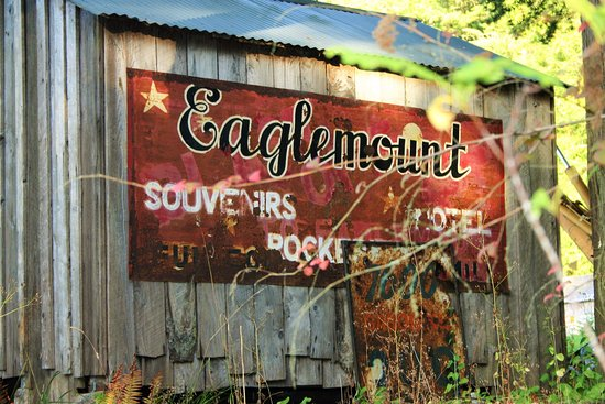 Eaglemount Rockery Cottages: Vintage barn sign among the many interesting items on the grounds.