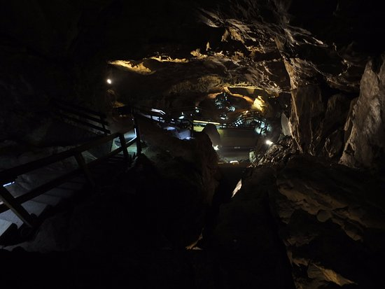 Lamprechtshoehle: inside the cavern - view from the top