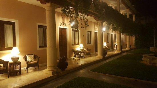 Hotel Casa Lucia: 20160829_222909_large.jpg