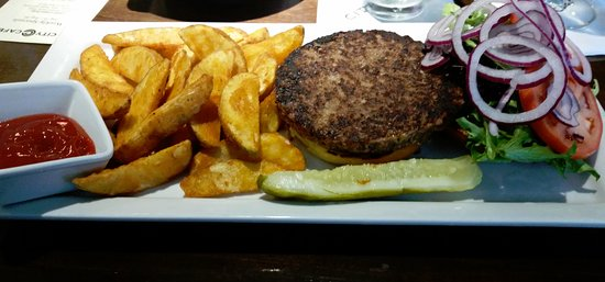 Azusa, Kalifornia: Black bean burger with wedge fries