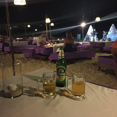 Magic Resort: La chambre , une bière sur la plage, vue de la terrasse de l'hôtel
