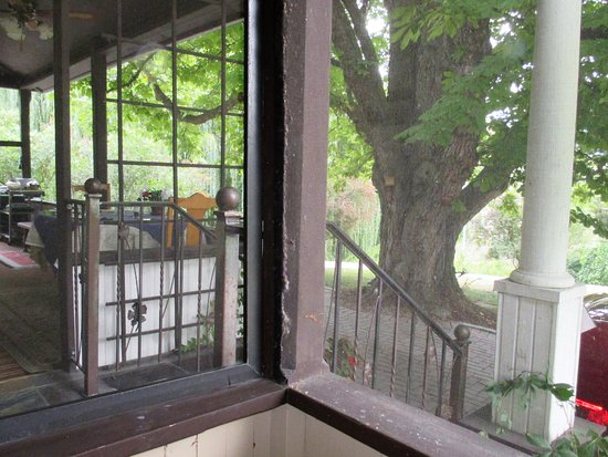 Glenoka Farm Bed and Breakfast: View fro your covered porch