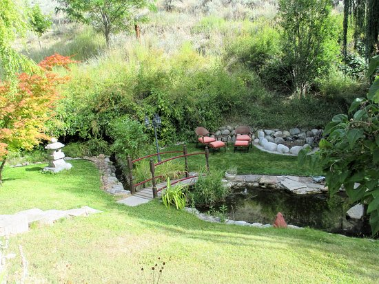 Glenoka Farm Bed and Breakfast: a great place to sit and relax by the stream.