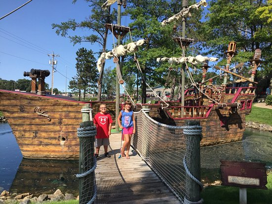 ‪Pirate's Cove Mini Golf‬