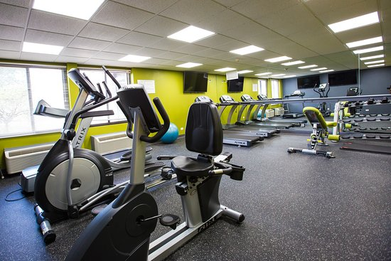 Wheeling, IL: Enjoy our spacious and well equipped Fitness Center