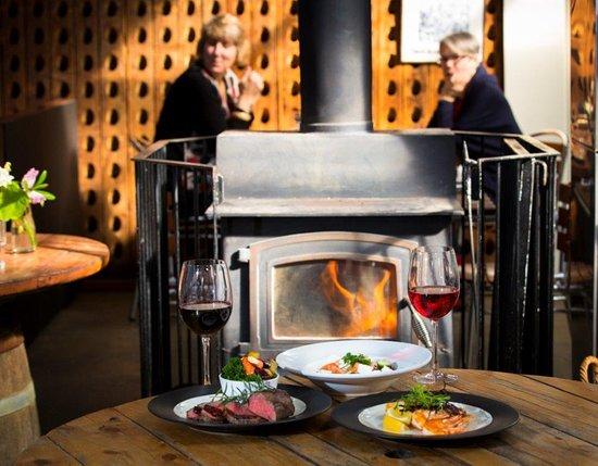 Te Awanga, Nuova Zelanda: fireside tables